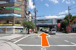 阪神西宮駅が見え直進