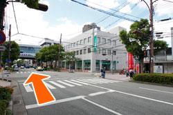 阪神西宮駅の方へ直進
