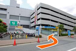 左手に阪神西宮駅駐車場