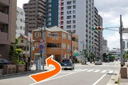 田中町北の交差点を左折