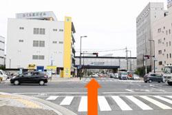 神楽町交差点をJRさくら夙川駅の方へ