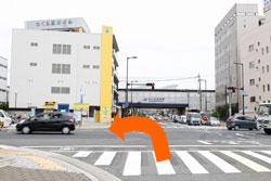 1神楽町交差点を左折、夙川橋交差点まで直進。