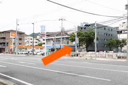 1.2号線の上宮川交差点を北の方へ進ん下さい。